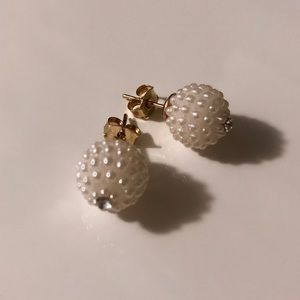 Jewelry - White pearly stud earrings